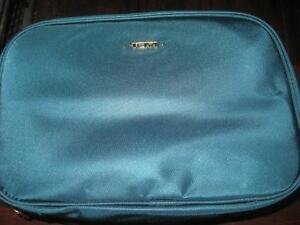 TUMI Voyageur Lima Travel Toiletry Kit. / Travel Purse / Pouch. Voyager Collection. 3 Transparent Pocket.  NEW.