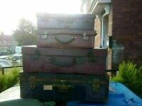 VINTAGE SUITCASES AND RADIO PLUS TRUNK - INC PAPWORTH INDUSTRIES CASE AND DEMOB CASES