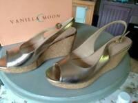 Ladies Shoes ( vanilla moon ) cork wedge