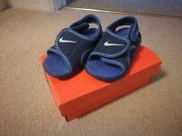 NIKE Sunray sandals 4,5 UK size