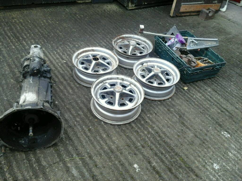 MGB/MGBGT JOB LOT OF PARTS TO INCLUDE GEARBOX AND WHEELS