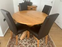 Beautiful solid oak table and 4 leather chairs