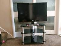 LG32LK450U 1080p HD LCD TV and Glass Stand Very Good Condition