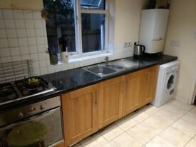 LARGE FURNISHED BEDSIT £155 NEAR CLAPHAM JUNCTION