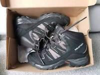 Salomon hiking boots 7