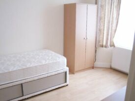 SPACIOUS 3 BEDROOM HOUSE STRATFORD.....ONLY 4 MINS WALK TO STRATFORD UNDERGROUND AND WESTFIELD !!!