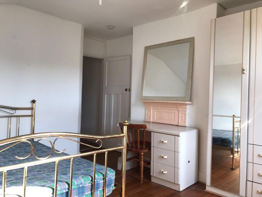 2 bedroom flat in Endsleigh Gardens, Ilford
