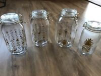 4 x preserve Jars for sale. With gold detailing and rubber seals, used once for my wedding in July.
