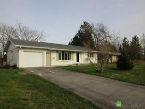 $245,000 - Bungalow for sale in Grand Bend
