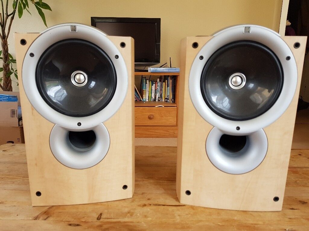 Pair Of Kef Q1 Bookshelf Speakers For Sale 50