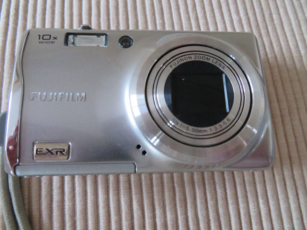 FUJI FIEPIX F70 DIGITAL CAMERA WITH ACCESSORIES EXCELLENT CONDITION