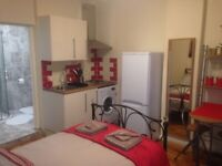 Fantastic studio flat including bills for a single professional or couple