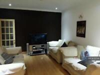 4 bedroom house in Colwyn Crescent, Hounslow, TW3 (4 bed)