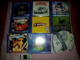 8 Dreamcast games and controller