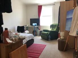 Double room to rent asap including bills.