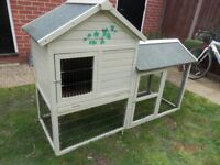 LOVELY OUTDOORS RABBIT HUTCH