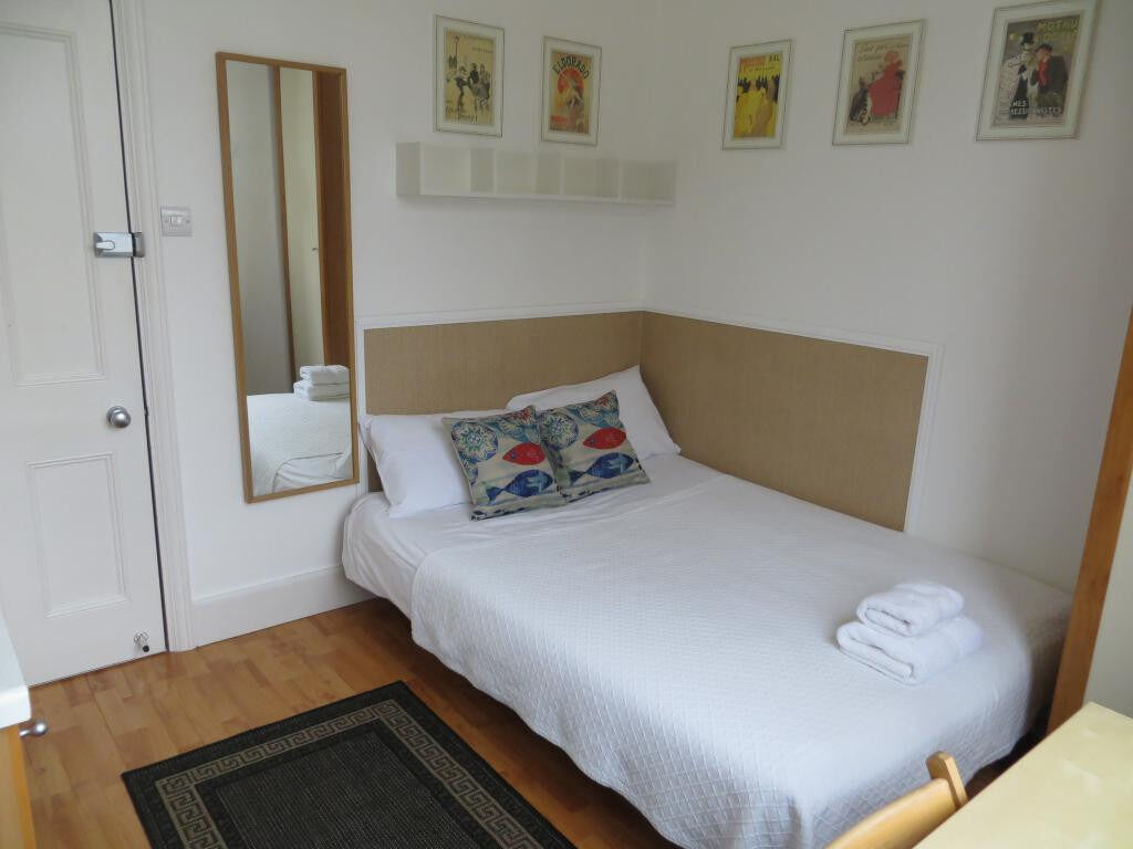 *Hammersmith - Exceptional Studio Flat on Fulham Palace Road