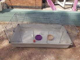 For sale indoor cage £25 and carrier £10