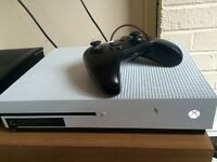 Xbox one s 10 built in games fully working with one pad just no box