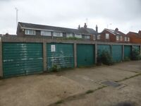 Garages to rent: Fulmead Rd, Reading - storage etc, immediately available