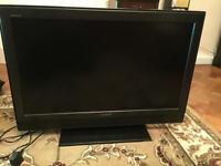 Sony Bravia 32 inch flat screen TV - excellent condition