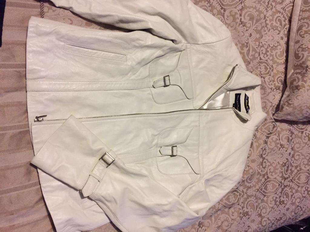 Ladies pure white leather jacketin Plymouth, DevonGumtree - Excellent Condition worn once ladies real white leather jacket size 12/14 must see