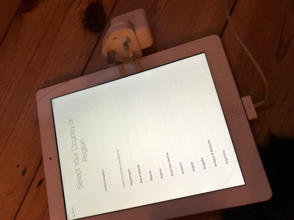 Apple iPad 3wifiwhite16gbin Southampton, HampshireGumtree - Apple IPad 3rd generation with 9.7 inch screen, wifi, excellent camera. Comes with charge and cable. No box.This is the wifi model, no sim holder. Excellent condition, never used because we have a laptop. No time wasters please!