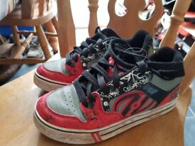Heelies Size 5 red/Grey