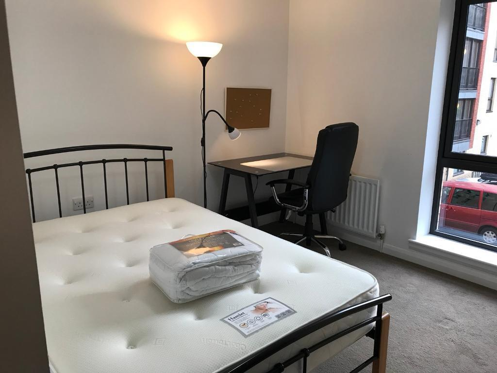STUDENTS - WESTEND - 3 DOUBLE BEDROOM FLAT WITH LOUNGE