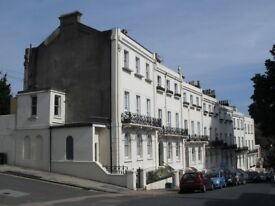Spacious one bedroom Georgian ground floor flat and garden located in Roundhill conservation area.