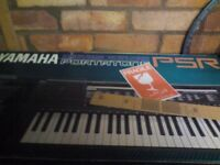 Electronic organ in excellent condition