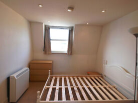Large 1/2 bed close to Finsbury Park and Archway Station with plenty of natural light.