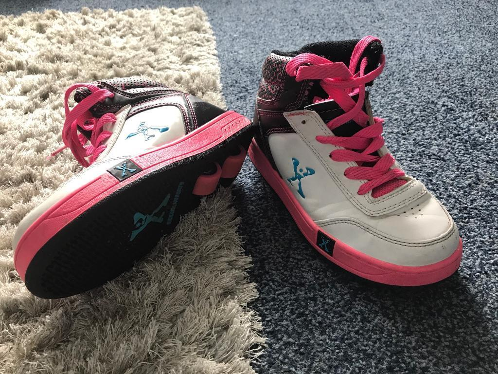 HEELYS GIRLS SIZE 13 but to fit a 12!