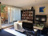 Single Room St Kathrine Dock *Flatmate Required* Professional/Student/Women/Men all considered