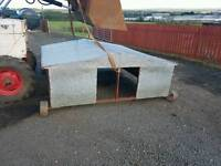 Massive Lamb creep feeder with shelter has double sided trough