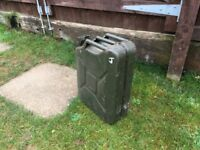 CLASSIC ARMY STYLE RETRO 20L JERRY PETROL FUEL CAN MILITERY £10