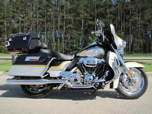 2012 Harley-Davidson® FLHTCUSE7 - CVO SCREAMIN' EAGLE ULTRA CLAS