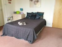 106 Austhorpe Road Room 2-SUPERB STUDIO-SOME BILLS INCLUDED-FREE PRIVATE PARKING-AVAILABLE NOW!!