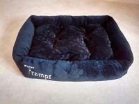 Black 'Tramps' cat bed 58 cm
