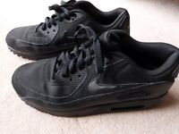 Black Nike air max 90's trainers , size 8 LIKE NEW.