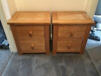 Solid oak chest of drawers & 2 matching bedside cabinets