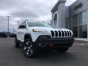 2018 Jeep Cherokee Trailhawk 4X4 V6 HUGE SAVINGS - LIKE NEW