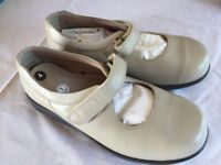 """DB """"Easy b"""" Wider Fit ladies shoes - Unworn. Size 4UK. Fitting 8E"""