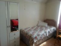 SINGLE ROOM NEAR SHEPHERD'S BUSH AND EAST ACTON TO LET
