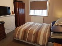 Spacious Double Room for Rent Slough - Walking distance to Slough station and High Street
