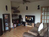 3 bedroom flat, £725 p/m (excluding bills), walking distance of Media City, Salford