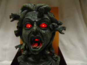 ANIMATED-TALKING-MEDUSA-W-MOVING-SNAKES-LIGHTED-HALLOWEEN-DISPLAY-NEW-W-BOX