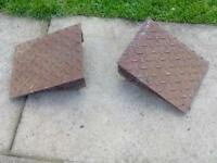 Pair of drive ramps