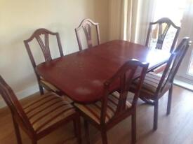 Extendable Rectangular Dining Table and 6 Chairs - Mahagony Wood