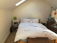 bright, spacious 3 bedroom split level first floor flat good location in Balham. No agency fees